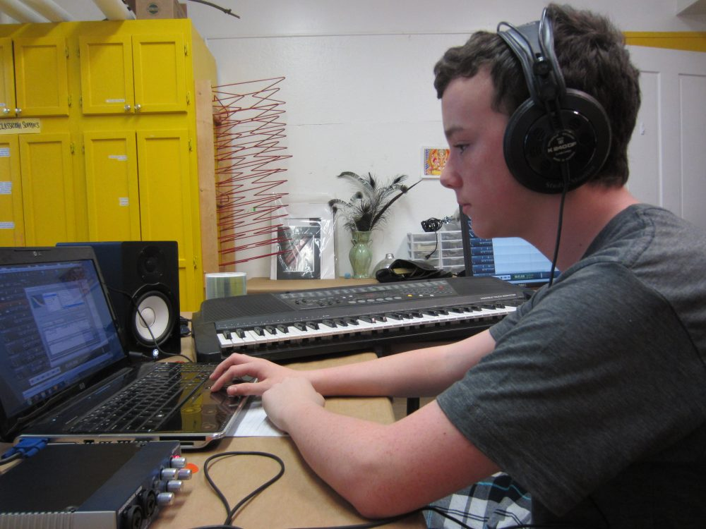 04-18-13-Adult class-Bertucci_Electronic music production (7)